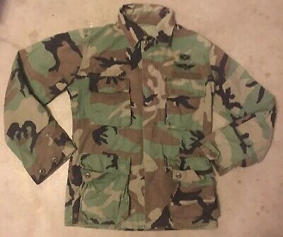 VTG Government Issue Woodland Camo Long Sleeve Jacket Army Airborne Rigger Patch