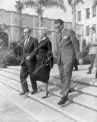 4x5-659 Marilyn Monroe w attorneys after divorce unpublished pic 4x5-659
