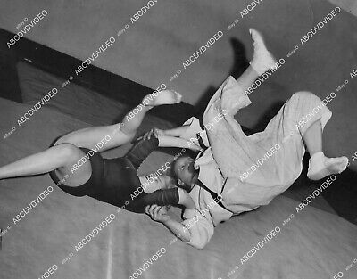 crp-2325 1957 Marilyn Monroe look-alike Toni West judo instructor after mauling