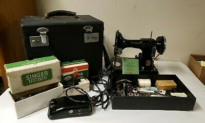 Vtg SINGER FEATHERWEIGHT Sewing Machine 221 #3-110 Case Manual Accessessories