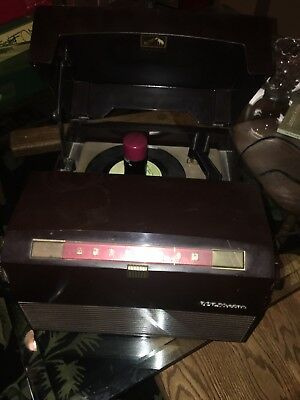 RCA VICTOR 45 RPM RECORD PLAYER CHANGER PHONOGRAPH/AM Radio - circa 1950's