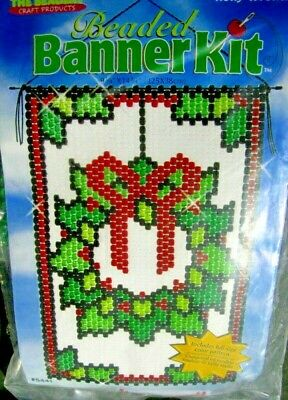"""Holly Wreath""  Beaded Banner Kit"