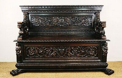 A fine 17th century walnut Cassapanca.