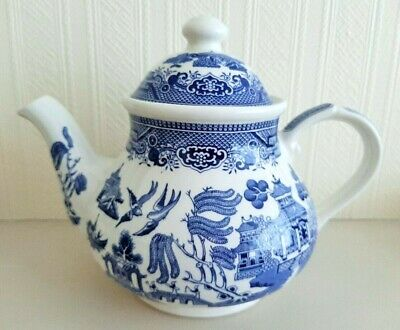 Willow pattern 6 cup teapot by Churchill England