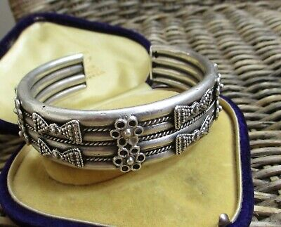 STUNNING VINTAGE EGYPTIAN HEAVY SOLID SILVER UNISEX TORQUE BANGLE  81gm
