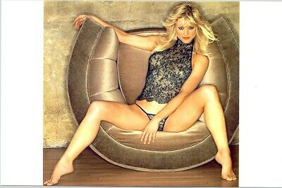 Teri Polo - Extremely Sexy Shot In Panty And Top - Sitting In Chair !!!