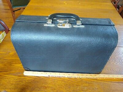 Black Compartment Medical Doctor Dr Bag Supply Case Cheney 12x17. Nearly unused