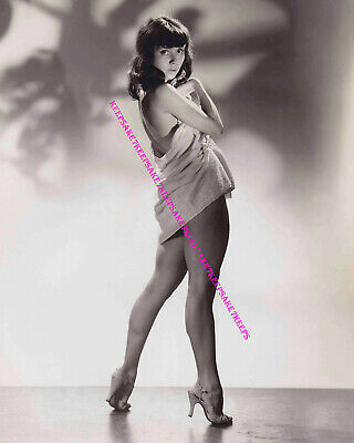 1940's ACTRESS/SINGER JULIE GIBSON IN A TOWEL AND HEELS LEGGY 8x10 PHOTO A-JGIB1