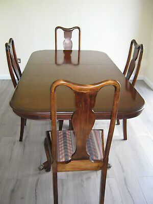 Elegant Victorian Large Mahogany Extending  Table Claw Feet And Chairs