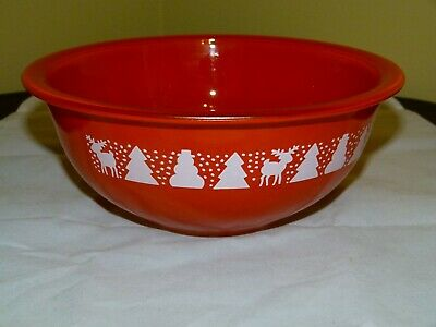 Pyrex 323 Christmas Holiday Pattern Red Mixing Bowl 1.5 Liter