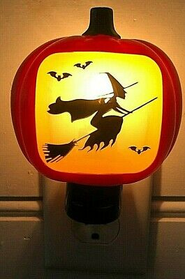 Avon 2008 Halloween Night light Pumpkin with witch flying Vintage