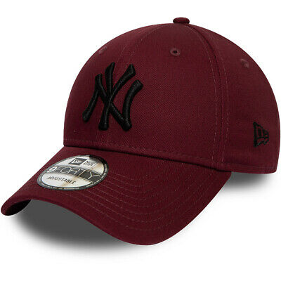 New Era League Essential 9Forty New YorkYankees Strapback Baseball Cap- Maroon