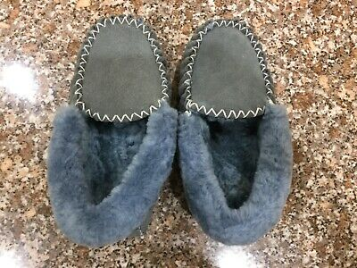 Womens size 8.5 Sheepskin Moccasins Slippers Winter Casual  AS NEW