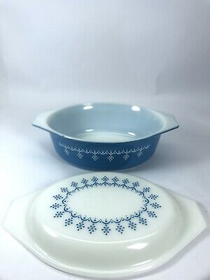 Vintage Pyrex 043 Snowflake Blue Garland 1.5 qt Oval Casserole Dish W/ Lid  Used