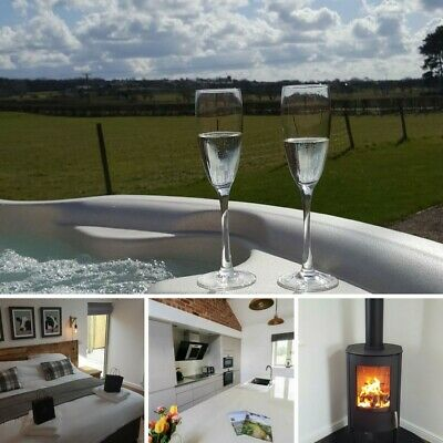 Romantic getaway with hot tub and countryside views in the Ribble Valley Lancs.