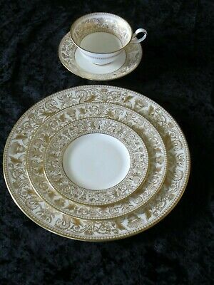 Wedgwood Gold Florentine W4219 5 piece place setting Bone China Made in England