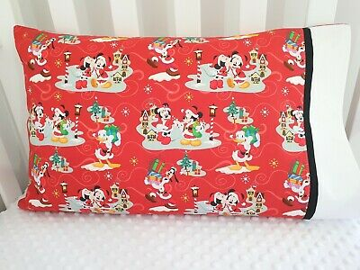 Mickey Mouse & Friends Christmas print toddler pillowcase - Red/black