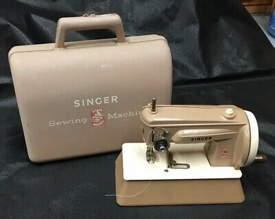 Vintage Singer Childrens Sewing Machine 22851 / 22855 With Case