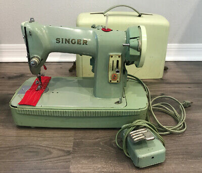 Vintage Singer Sewing Machine With Carrying Case Green Model CAT. NO. RFJ8-8