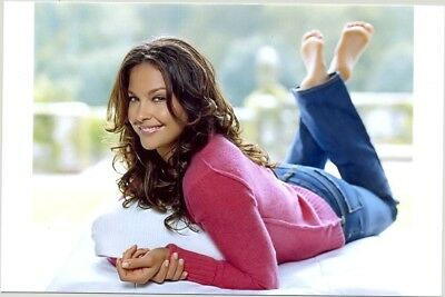 Ashley Judd - Lying On Her Stomach In Jeans And A Great Smile !!!!!