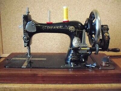 PFAFF model 'R' cylinder shuttle TS machine 1903 rare and lovely case!
