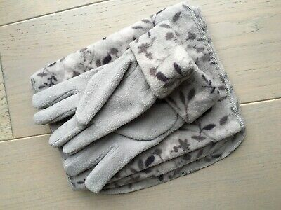 Ladies Grey floral gloves and scarf set, soft and elegant, EXCELLENT CONDITION