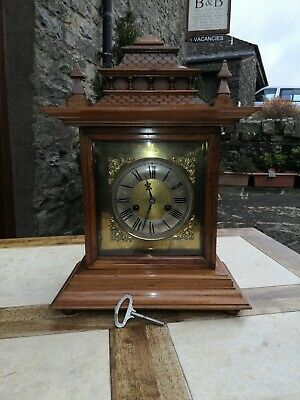 VINTAGE / ANTIQUE MANTEL CLOCK, Chimes on the hour.