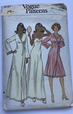 1970's VTG VOGUE Misses' Gown and Robe  Pattern 9197 Size 14 UNCUT