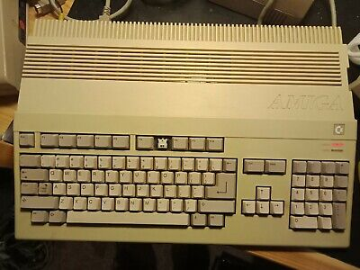 """Early *RARE* Amiga 500 (A500) """"chicken lips"""" tested working with power supply"""