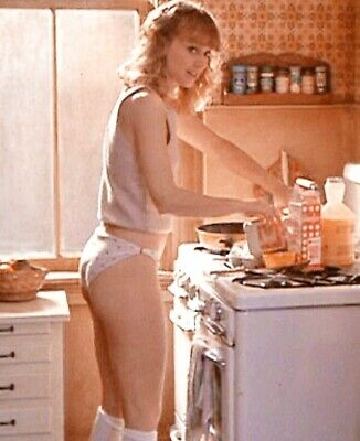 Shelley Long - In Panties And In The Kitchen !!!