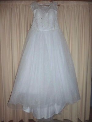 Wedding dress size 12 - 14 Lace bodice - tulle skirt with train - lined