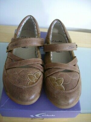 Girls new Clarks  tan leather Bugglies shoes in size 11.5G NOW REDUCED!