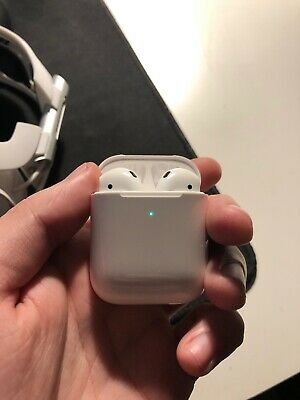 Barely Used APPLE AirPods with Charging Case (2nd generation)