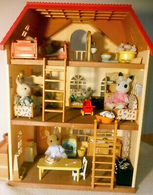 SYLVANIAN FAMILIES Cedar Drive House with Rabbit Family and lots of furniture