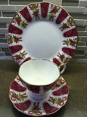 Royal Albert Old Country Roses Ruby Celebration Trio, Ruby Damask