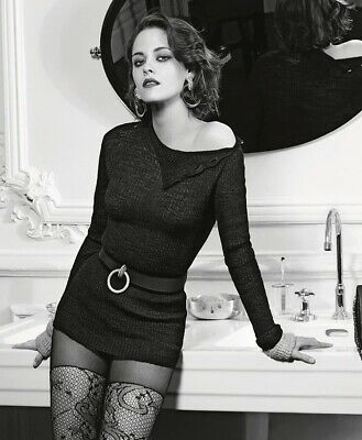 Kristen Stewart - Interesting And Sexy Outfit !!