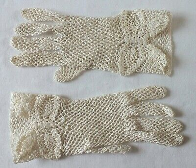 VINTAGE CROCHET Ivory GLOVES  Wrist Length.  Size 6-6.5  SO PRETTY