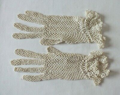 Vintage Crochet Ivory Gloves  Wrist Length.  Size 6.5  SO PRETTY
