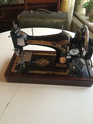 Vintage Singer Hand Crank Sewing Machine Good Condition With Carry Case