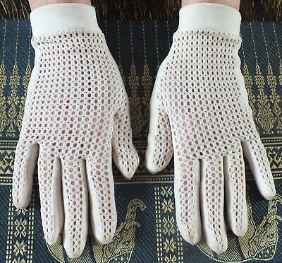 VINTAGE MESH effect Ivory GLOVES  Wrist Length.  SO PRETTY