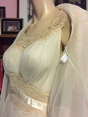 Vintage 1960s VANITY FAIR IVORY LACE PEIGNOIR SET Fitted Belted Gown GORGEOUS 34