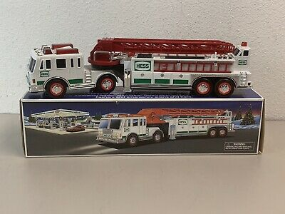 New 2000 Hess Fire Truck with Extending Ladder Heavy Duty Flashers nib