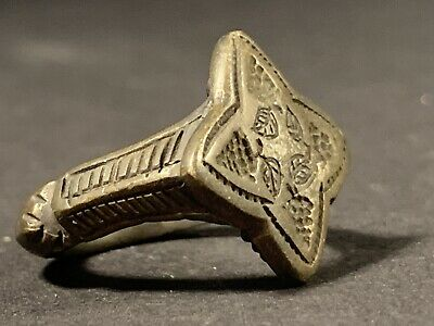 Highly Detailed Scarce Ancient Roman Solid Silver Flower Ring Circa 100-300Ad