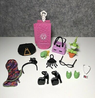 Monster High Bulk Accessories, Shoes And Clothes - Lot 1