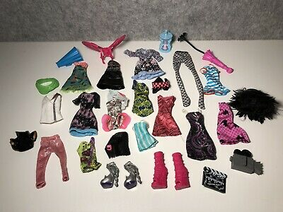 Monster High Bulk Clothes, Shoes And Accesories - Lot 8