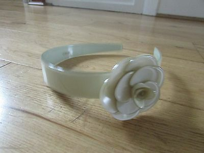 New-Lovely Girls Pale Green Headband With A Flower. Bnwot.