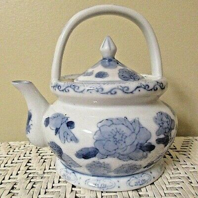 """Vintage Teapot With Lid~ BLUE WILLOW STYLE~ Tiny (5"""" x 6"""")~ Made in China~ EUC"""