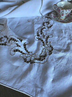 Vintage Madeira Taupe Embroidered And Lace White Linen Tablecloth 🍽