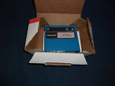 Honeywell R7852A 1001 Infrared Amplifier Used With C7915