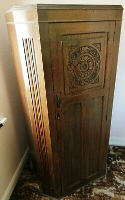 Fine vintage early 20th Century medium oak hallrobe / wardrobe.